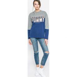Tommy Jeans - Bluza. Szare bluzy damskie Tommy Jeans, z nadrukiem, z bawełny. W wyprzedaży za 219.90 zł.