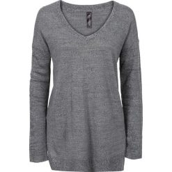 Sweter z dużym dekoltem w serek bonprix szary melanż. Swetry damskie marki bonprix. Za 59.99 zł.