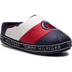 Kapcie TOMMY HILFIGER - Downslipper Patch FW0FW04182 Rwb 020. Niebieskie kapcie damskie Tommy Hilfiger, z materiału. Za 229.00 zł.
