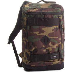 Plecak VANS - Hooks Skatepack VN0A3HM297I Classic Camo. Zielone plecaki damskie Vans, w paski, z materiału. W wyprzedaży za 169.00 zł.