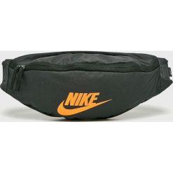 Nike Sportswear - Nerka. Szare saszetki męskie Nike Sportswear, z materiału, casualowe. Za 79.90 zł.