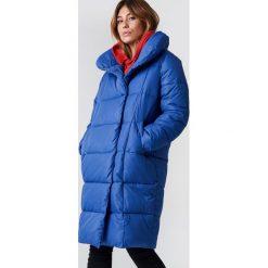 NA-KD Trend Kurtka watowana z szerokim kołnierzem - Blue. Niebieskie kurtki damskie NA-KD Trend, z materiału. Za 283.95 zł.