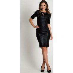 Oryginalna czarna sukienka z krótkim rękawem  BIALCON. Czarne sukienki damskie BIALCON, ze skóry, wizytowe, z krótkim rękawem. W wyprzedaży za 163.00 zł.