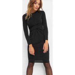 Sukienka z marszczeniem w talii. Czarne sukienki damskie Orsay, z aplikacjami, z dzianiny, wizytowe, z dekoltem na plecach. Za 119.99 zł.