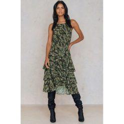 NA-KD Sukienka ze stójką i falbanką - Green,Multicolor. Sukienki damskie NA-KD Trend, z poliesteru, z falbankami. W wyprzedaży za 97.19 zł.