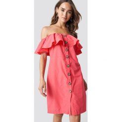 Trendyol Sukienka z odkrytymi ramionami - Pink. Różowe sukienki damskie Trendyol. Za 121.95 zł.