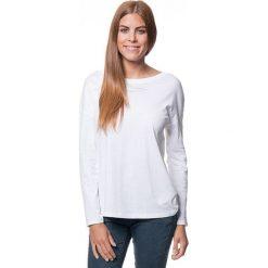 Koszulka w kolorze białym. T-shirty damskie Benetton, z bawełny, z okrągłym kołnierzem, z długim rękawem. W wyprzedaży za 43.95 zł.