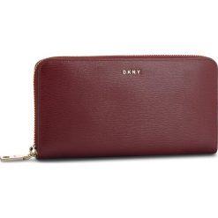 Duży Portfel Damski DKNY - Bryant New Zip Around R8313658  Blood Red XOD. Portfele damskie marki DKNY. W wyprzedaży za 389.00 zł.