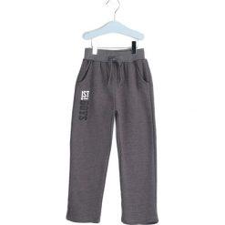 Szare Spodnie Dresowe Deep Waters. Szare spodnie sportowe dla chłopców Born2be, z dresówki. Za 29.99 zł.