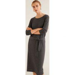 Mango - Sukienka Lazada. Czarne sukienki damskie Mango, z bawełny, casualowe, z okrągłym kołnierzem, z długim rękawem. Za 89.90 zł.