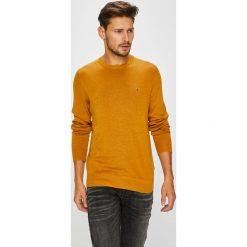 417c9075190b9 Tommy Hilfiger - Sweter. Swetry przez głowę męskie marki Tommy Hilfiger. W  wyprzedaży za ...