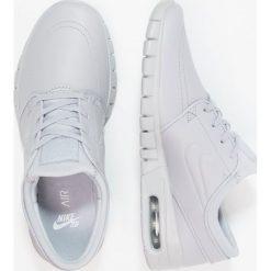 Nike SB STEFAN JANOSKI MAX Tenisówki i Trampki wolf grey/metallic pewter. Trampki męskie Nike SB, z materiału. W wyprzedaży za 455.20 zł.