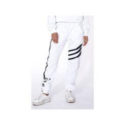"""WHITE SWEATPANTS """"LUCK IS ON MY SIDE"""". Białe spodnie dresowe damskie Mar.ska, z nadrukiem, z bawełny. Za 190.00 zł."""
