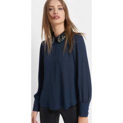 Bluzka z kołnierzem. Niebieskie bluzki damskie Orsay, z poliesteru, z dekoltem na plecach. Za 99.99 zł.