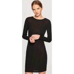 Sukienka z dekoltem na plecach - Czarny. Czarne sukienki damskie Reserved, z dekoltem na plecach. Za 89.99 zł.