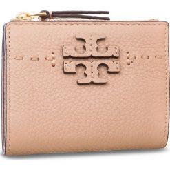 Mały Portfel Damski TORY BURCH - Mcgraw Mini Foldable Wallet 45246 Devon Sand 288. Czerwone portfele damskie Tory Burch, ze skóry. Za 599.00 zł.