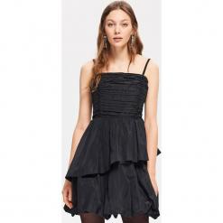 Wieczorowa sukienka - Czarny. Czarne sukienki damskie Reserved, wizytowe. Za 229.99 zł.