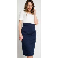 Granatowa ołówkowa spódnica z żakardu BIALCON. Białe spódnice damskie BIALCON, z żakardem, biznesowe. Za 195.00 zł.