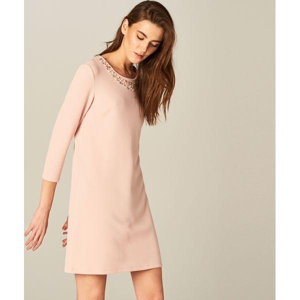 d146356611 Sukienka z biżuteryjną ozdobą - Różowy - Sukienki damskie marki ...