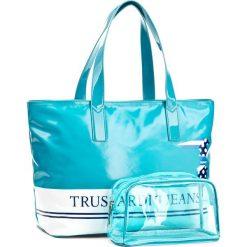 Torebka TRUSSARDI JEANS - Capri 75B00381 U151. Niebieskie torebki do ręki damskie TRUSSARDI JEANS, z jeansu. W wyprzedaży za 219.00 zł.