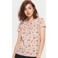 Koszulka z nadrukiem all over - Różowy. Czerwone t-shirty damskie Cropp, z nadrukiem. Za 24.99 zł.