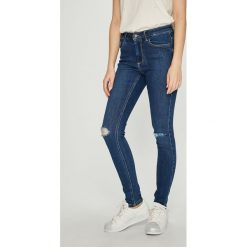 Vero Moda - Jeansy. Niebieskie jeansy damskie Vero Moda. Za 169.90 zł.