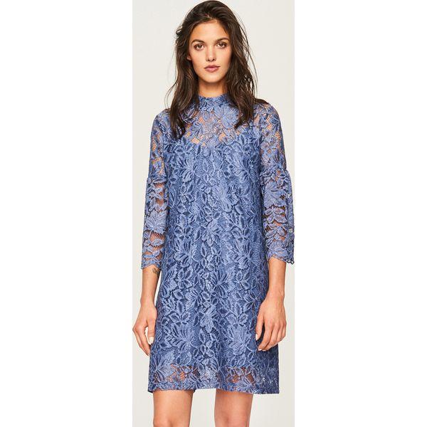 c89dc3b3 Koronkowa sukienka ze stójką - Niebieski