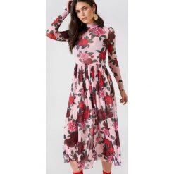 NA-KD Trend Siateczkowa sukienka midi z długim rękawem - Pink,Multicolor. Różowe sukienki damskie NA-KD Trend, z elastanu, ze stójką, z długim rękawem. Za 194.00 zł.