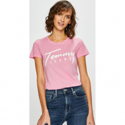 Tommy Jeans - Top. Różowe topy damskie Tommy Jeans, z nadrukiem, z bawełny, z okrągłym kołnierzem, z krótkim rękawem. Za 139.90 zł.