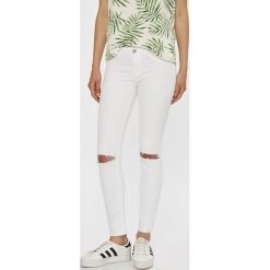 Tally Weijl - Jeansy Zoe. Białe jeansy damskie TALLY WEIJL. W wyprzedaży za 99.90 zł.