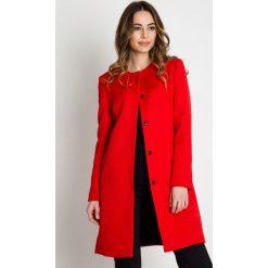 Czerwony żakardowy płaszcz BIALCON. Czerwone płaszcze damskie BIALCON, z materiału, eleganckie. Za 479.00 zł.
