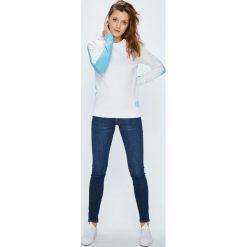Calvin Klein Jeans - Sweter. Szare swetry damskie Calvin Klein Jeans, z bawełny, z okrągłym kołnierzem. W wyprzedaży za 319.90 zł.