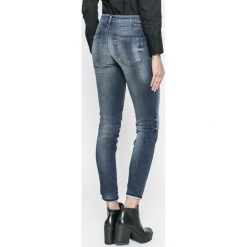 Diesel - Jeansy Gracey. Niebieskie jeansy damskie Diesel. W wyprzedaży za 599.90 zł.