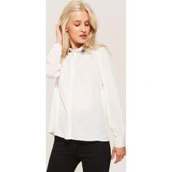 Koszula z aplikacją - Kremowy. Białe koszule damskie House, z aplikacjami. Za 89.99 zł.