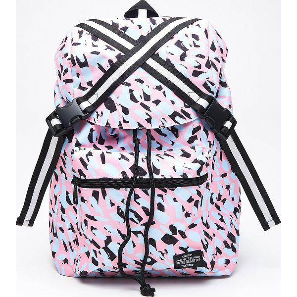 8787078ce6a2e Wzorzysty plecak z taśmami - Różowy - Plecaki damskie marki Cropp. W ...
