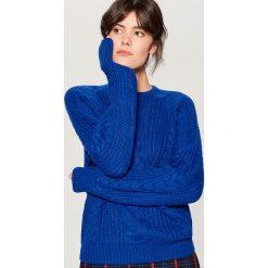 Sweter z warkoczowym splotem - Niebieski. Niebieskie swetry damskie Mohito, ze splotem. Za 119.99 zł.