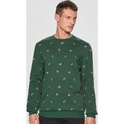 Świąteczna bluza z nadrukiem all over - Zielony. Zielone bluzy męskie Cropp, z nadrukiem. Za 89.99 zł.
