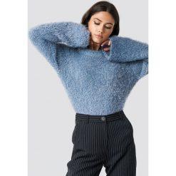 NA-KD Puchaty sweter z szerokim rękawem - Blue. Niebieskie swetry damskie NA-KD, z materiału, z okrągłym kołnierzem. Za 141.95 zł.