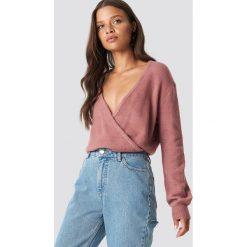 NA-KD Trend Sweter z kopertowym dekoltem - Pink. Różowe swetry damskie NA-KD Trend, z kopertowym dekoltem. Za 121.95 zł.
