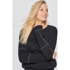Bluza z kontrastowymi szwami - Czarny. Bluzy damskie marki KALENJI. W wyprzedaży za 29.99 zł.