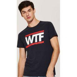 T-shirt z nadrukiem - Granatowy. Niebieskie t-shirty męskie House, z nadrukiem. Za 29.99 zł.