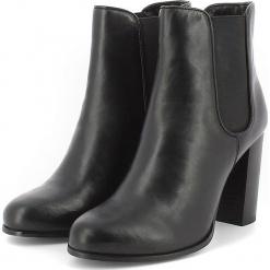 Skórzane botki w kolorze czarnym. Czarne botki damskie Apolina, ze skóry. W wyprzedaży za 318.95 zł.