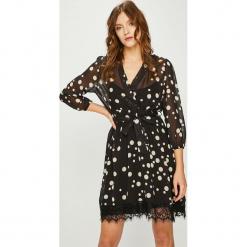 Answear - Sukienka. Szare sukienki damskie ANSWEAR, z koronki, casualowe, z długim rękawem. Za 169.90 zł.