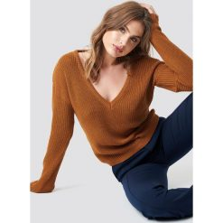 NA-KD Sweter z głębokim dekoltem V - Brown. Brązowe swetry damskie NA-KD, dekolt w kształcie v. Za 121.95 zł.