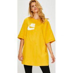 Nike Sportswear - Top. Żółte topy damskie Nike Sportswear, z nadrukiem, z bawełny, z okrągłym kołnierzem, z krótkim rękawem. Za 199.90 zł.