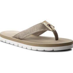 Japonki TOMMY HILFIGER - Flexible Essential Beach Sandal FW0FW02365 Cobblestone 068. Brązowe klapki damskie Tommy Hilfiger, z materiału. W wyprzedaży za 139.00 zł.