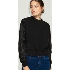 Bluza z połyskującymi rękawami - Czarny. Czarne bluzy damskie Sinsay. Za 69.99 zł.