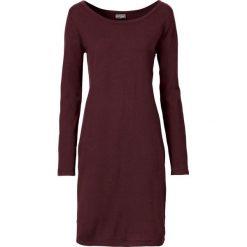 Sukienka dzianinowa bonprix ciemnoczerwony. Czerwone sukienki damskie bonprix, z dzianiny, z okrągłym kołnierzem. Za 89.99 zł.