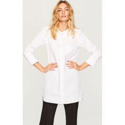 Koszulowa sukienka - Biały. Białe sukienki damskie Reserved, z koszulowym kołnierzykiem. Za 119.99 zł.