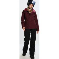 Burton JET SET  Kurtka snowboardowa sangria. Kurtki snowboardowe damskie Burton, z materiału. W wyprzedaży za 755.10 zł.